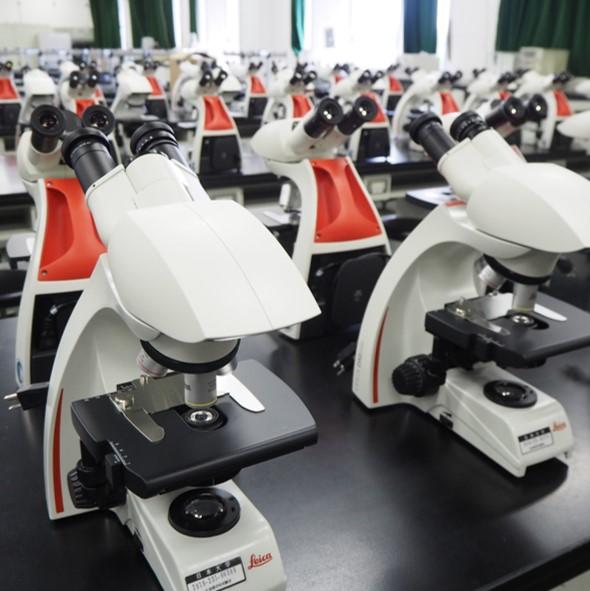 最新の生物顕微鏡が納品されました